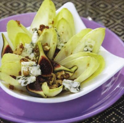 Salade d'endives au roquefort, aux figues et aux noix